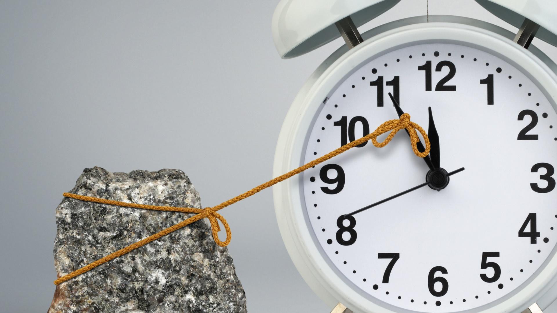 késés, krónikus késés, reggeli ébresztő