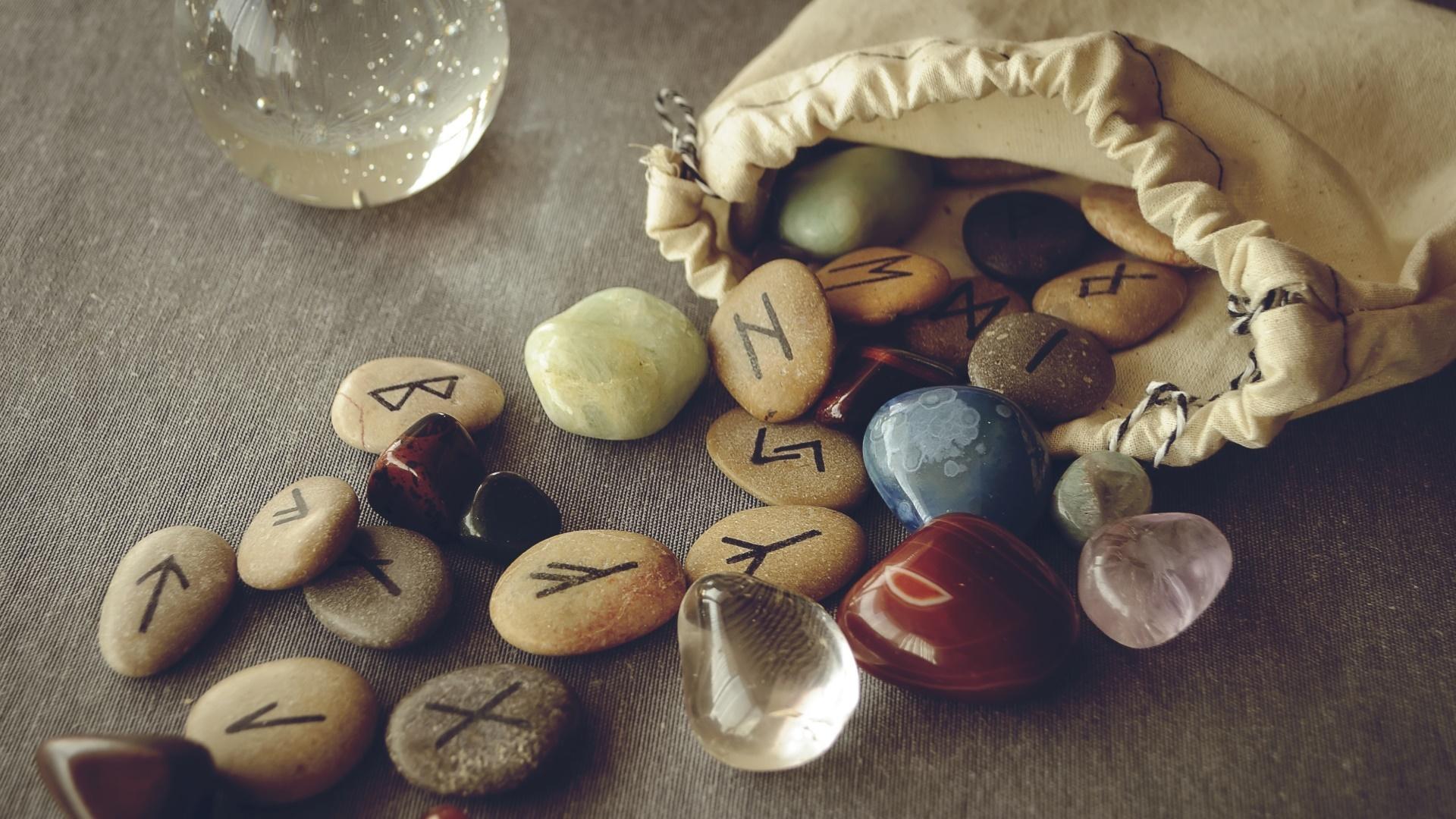 ezotéria jóslás runa kövek rúnák rúnák jelentése