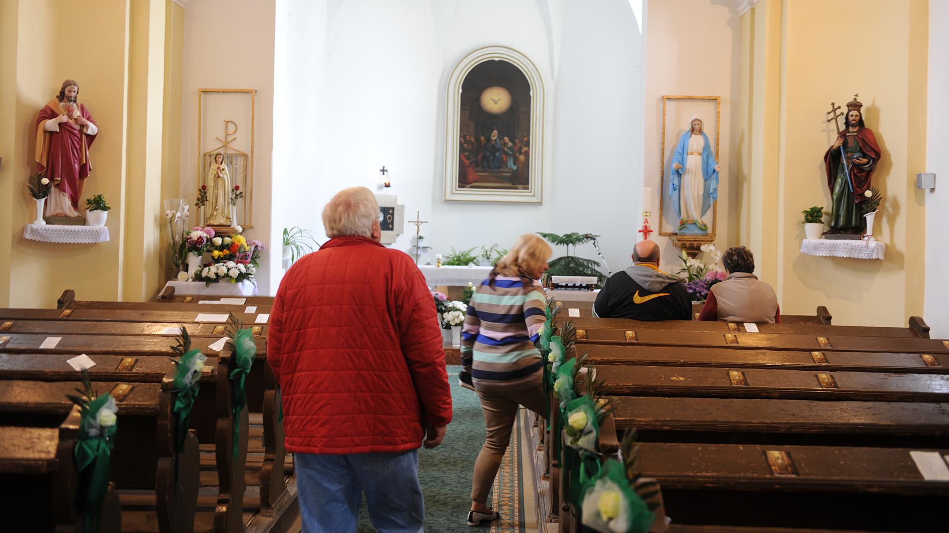 csoda daganat gyermekáldás katolikus templom meddőség pásztó riport szűz mária-szobor