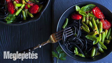 zoldbabos fekete spagetti, spagetti, spagetti recept, zöldbab, olivaolaj, fokhagyma, bors, koktélparadicsom halloween, vrábel krioszta, tengeri só, petrezselyem