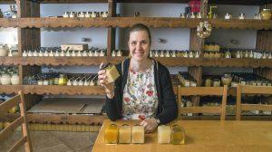 borsodi falu göncruszka lelkész házaspár méhkonténer méz mézből épült falu mézből fizetett költségek papp noémi samu zsuzsanna sohajda levente