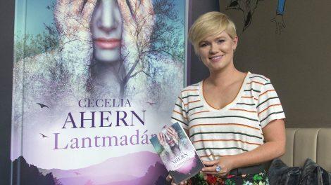 cecelia ahern gerald butler hillary swank ír bestsellerszerző lily collins p.s. i love you regényíró sam clafin szurovecz kitti utoirat szeretlek szerzője világhírű írónő