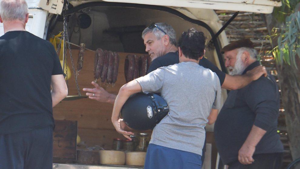 forgatás furgonból sajt és kolbász george clooney szardínia színész