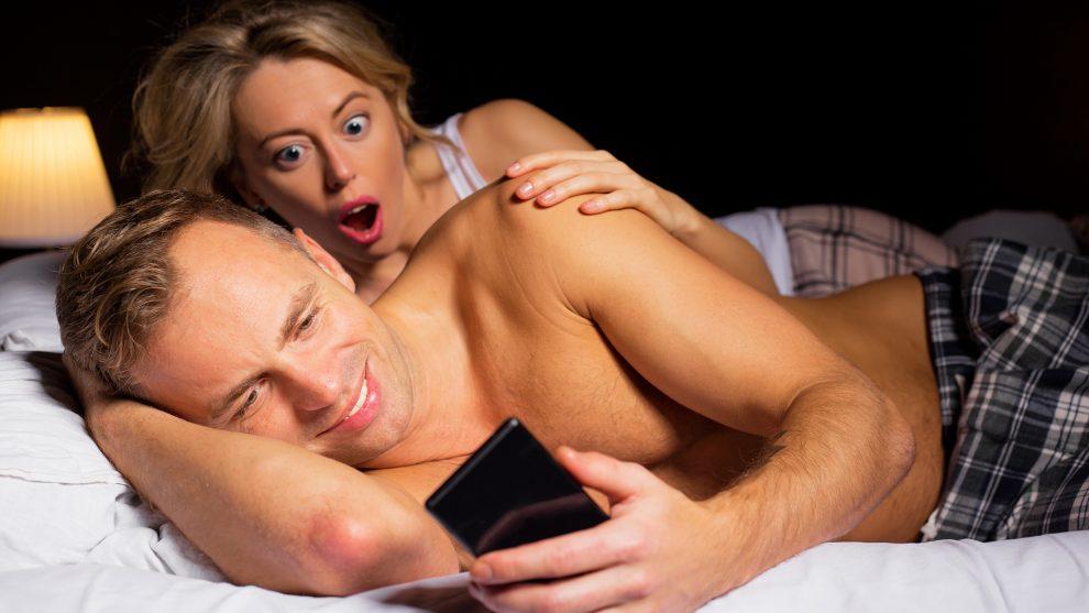 b. molnár márk dr. hevesi kriszta erotika érzéki nő intimitás látvány pornófilmek pornográf tartalom szexuálpszichológus