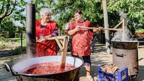 bakács tibor jeneiné nagy zsuzsanna lekvár lekvárfőzés összefogás szilvalekvár szolidaritás vaskondér