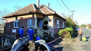 baleset berohant a kamion a hálószobába kamion költözés lakhatatlan otthon otthontalanok lettek romos ház sipka pali bácsi tragédia virág márton