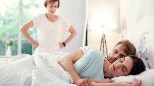 aggódó szülők anyós anyósnyelv döntés dr. hevesi kriszta felnőtt gyerekek hálószoba önállósodás párkapcsolat szexuálpszichológus szülők