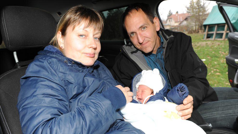 autóban született kisfiú budapesti parkoló csecsemő dugó kórház leállósáv M7 autópálya székely dénes szülés újszülött vajúdó édesanya virág márton
