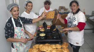 bagolykalács bányatelepi asszonyok családanyák csilis tallér hagymás tallér munkanélküliség sajtos tallér sütés szurovecz kitti