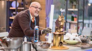 amatőr cukrásza verseny cipész cipészdinasztia cukrász gyerekcipők habverő ide süss ide süss versenyzője mousse sipos lászló sütemény sütés torták ványik dóra viasat 3