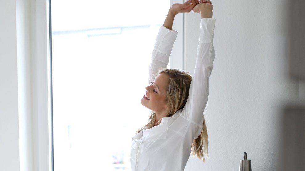 álom alvás bata kata éjszaka energia gondolat kipihent ébredés mosoly mozgás praktikák reggeli