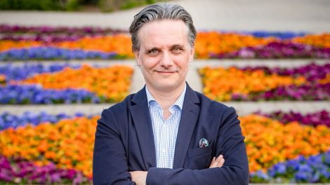 az így szerettek ők szerzője dokumentarista kötetek kreatív igazgató líra könyvek kiadó magyar író nyáry krisztián szurovecz kitti
