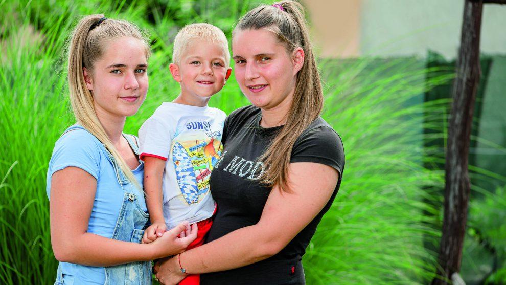 ascsillán anett autóbaleset b. molnár márk baleset három testvér karambol szülők elvesztése temető testvérek tragédia