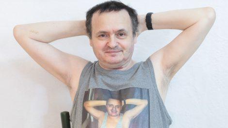 atlétatrikó élőzene festő galla miklós geometrikus absztrakt gm több mint 49 zenekar hónaljszőrzet humorista író komikus koncert közönség l'art pour l'art társulat művész páhy anna színész szőrös hónalj szövegíró zeneszerző