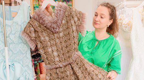 családi támogatás divathét divattervezés estélyi ruha karrier kollekció kreativitás kuala lumpur monacó monte carlo new york pásztor anita ruhákat tervez szurovecz kitti ügyvédből divattervező ügyvédi akta ügyvédi praxis