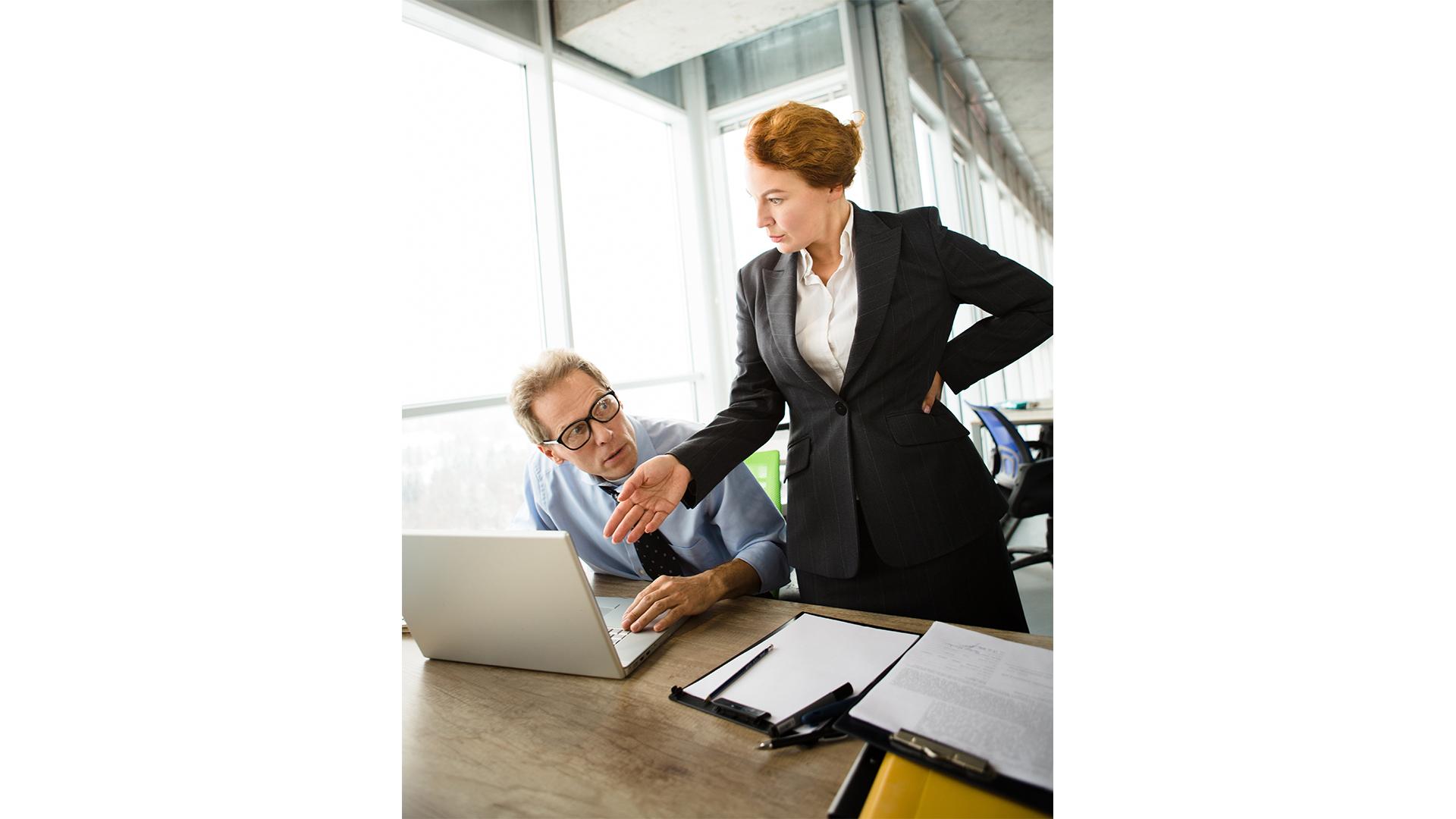 agresszió előítéletek empátia érzelmek faragó melinda főnök főnöki szék hormonok kisebbrendűségi érzés kompromisszum munkahely női főnök pszichológus ványik dóra vezető vezetői poszt