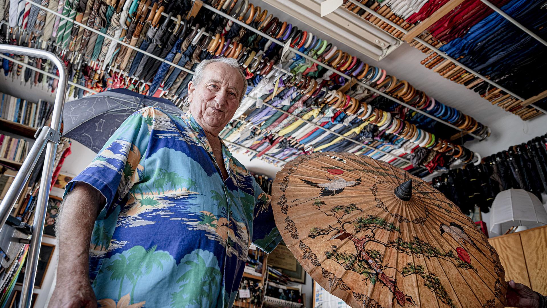 debreczeni csilla esernyő esernyő gyűjtemény esernyőhasználati jótanácsok gyűjtemény hajdúsámson havasi istván kisasszony-esernyő tárlatvezetés
