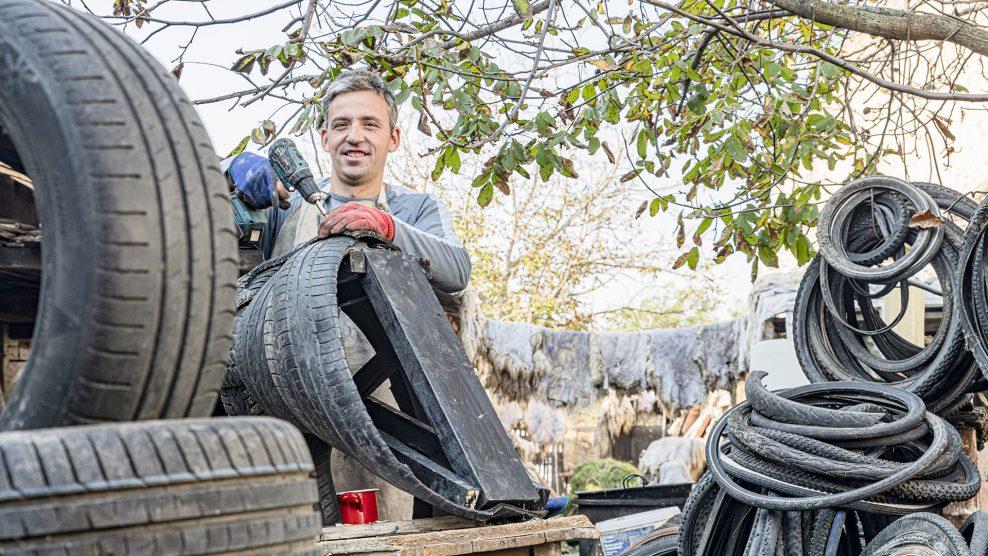 abroncs-művész b. molnár márk baráth gábor bicikligumi busómaszk-készítő cápa elefánt építész gumiabroncs-szobrász gumiparipa gumiszobor nyári gumi oroszlán