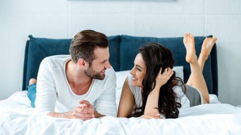 b. molnár márk baráti kör dr hevesi krisztina emberi kapcsolatok hálószoba internetes társkeresők kaland konfliktus közös érdeklődés önértékelés szexuálpszichológus testi viszony vadászösztön
