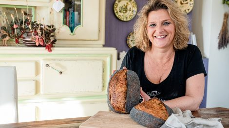 céklás-mákos kenyér egészséges kenyér egészségügyi panaszok élesztő kézműves pékség kommunikációs szakma kovász ormós gabriella pékiskola szurovecz kitti vadkovászos bejgli vadkovászos kenyér