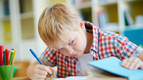 önbizalomhiány bata kata elismerés függőség gyerekek iskola lelki ok makai gábor önbizalom puskázás szakpszichológus szorongás tanuló teljesítmény