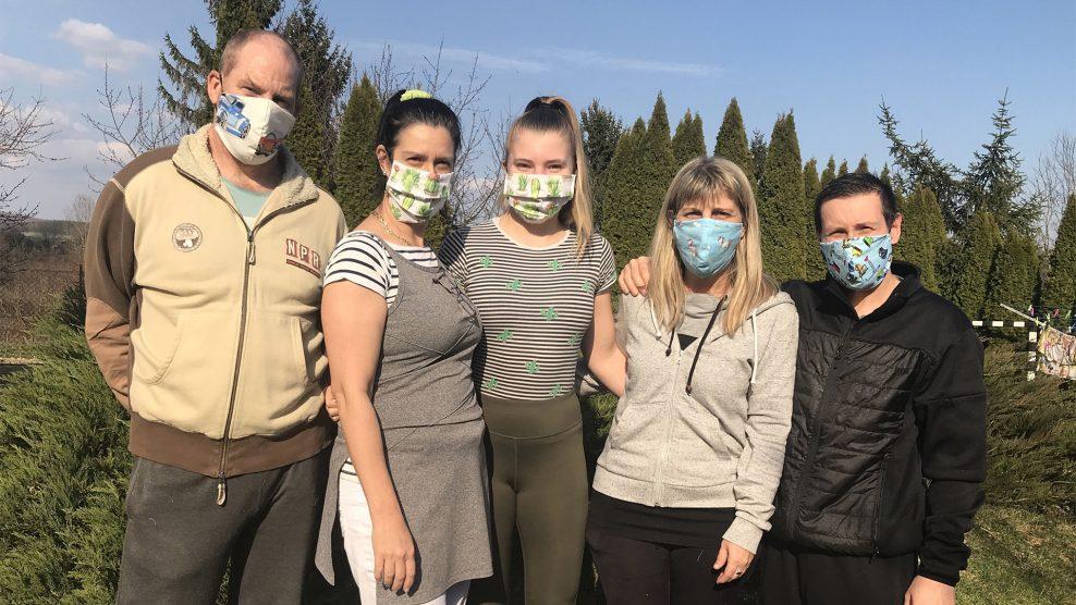 adomány b. molnár márk esküvőiruha-szalon fertőzés járvány koronavírus maszk olaszország orbán katalin szabásminta varrónő