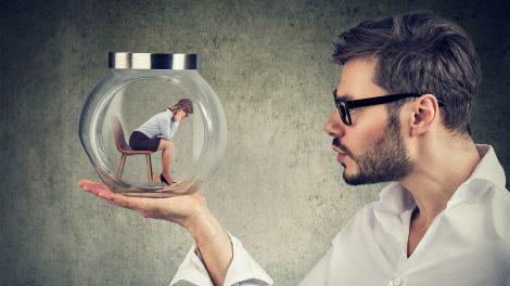 b. molnár márk bertók gyula bizalmi légkör elszigetelődés félelem kontroll kontrollmánia magatartásterápia önállóság önbizalom pszichológus személyiségzavarok szorongás terápia veszteségtől való félelem