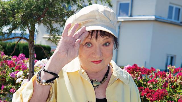 csűrös karola holczhaffer csaba ismeretterjesztő műsorok színésznő szomszédok sorozat trombózis