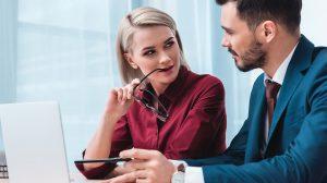 b. molnár márk bertók gyula flört munkaerő munkahelyi szerelem munkahelyi viszonyok munkavégzés párkapcsolat pszichológus szamárlétra szereposztó dívány