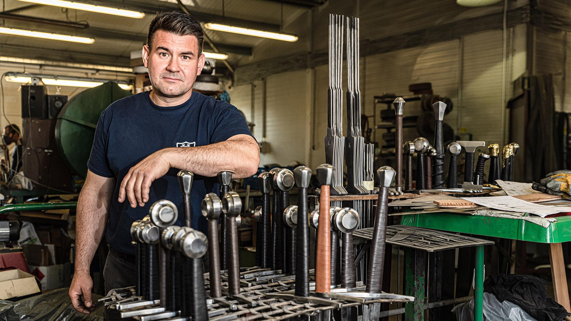 b. molnár márk berbekucz viktor fegyverek fegyverraktár fegyverszakértő hadtörténeti múzeum jeges andrás kardkészítés kések keszthelyi fegyverkiállítás nemzeti múzeum szablyák szerszámkészítő történelmi kardok