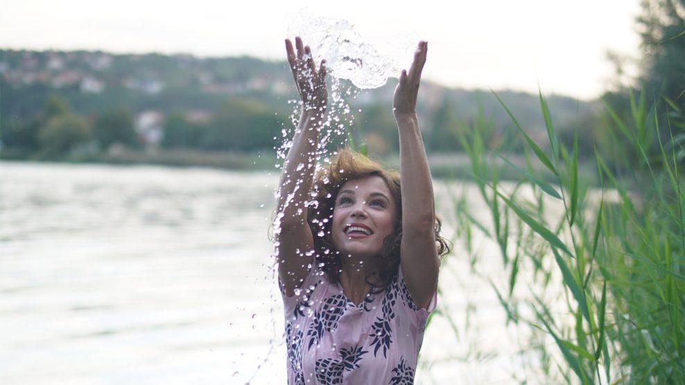 életfelfogás környezettudatosság laktóz- és gluténérzékenység magyar színház mintaapák ópiumkeringő pataki szilvia sorozat színésznő szurovecz kitti természetesség túlhajszolt életmód Tv2