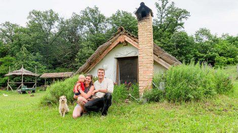 almási szilvia b. molnár márk disznóvágás életforma építőmérnök földút horváth balázs hőszigetelés penc petróleumlámpa váci erdő veremház villanypásztor vízszigetelés
