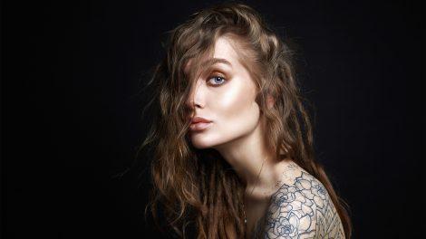 ezotéria főpapnő iszet mágia mágus negatív energiák plasztikai beavatkozások póthaj szellemtest szimbólumok tetoválás ványik dóra