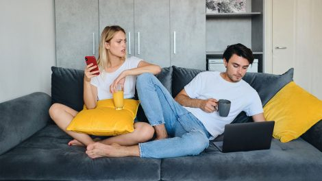 b. molnár márk bizonytalanság dr hevesi krisztina féltékenység frusztrációk offline önértékelés online-börtön párkapcsolat szabadságvágy szexfantázia szexuálpszichológus