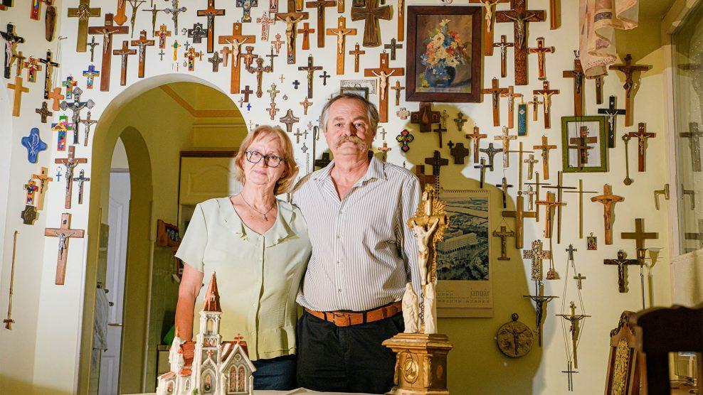 b. molnár márk biblia egyház galla házaspár galláné horváth gabriella kegytárgy kereszt szenteltvíztartó szentség