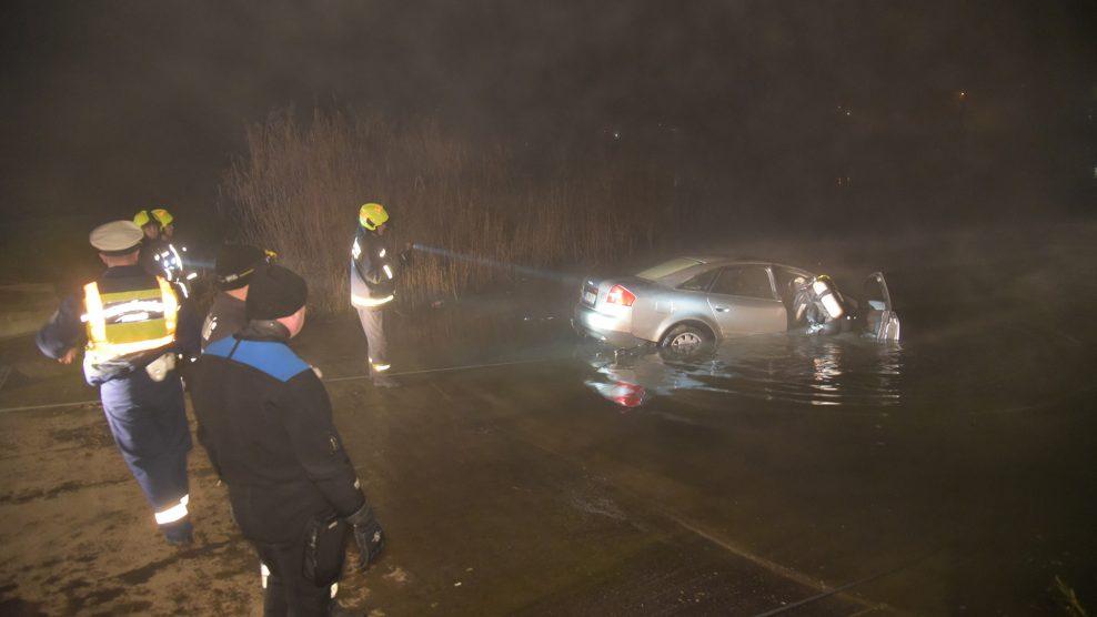 adrenalin autómentő búvárok drogteszt duna katasztrófavédelem kocsikázás komp kompkikötő navigáció pénzbírság soroksár szonda tűzoltók
