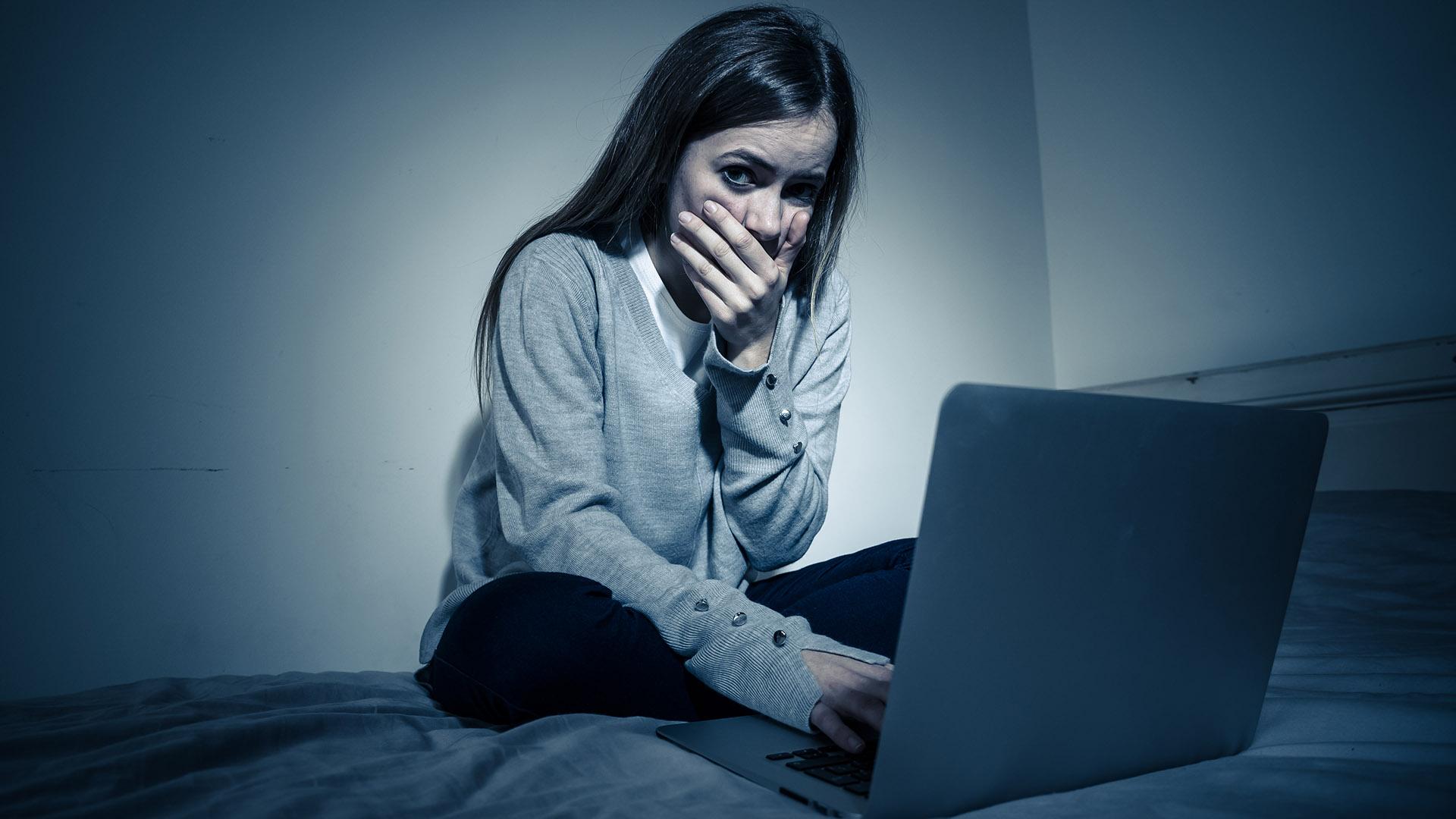 áldozatsegítő központok bántalmazott gyerek digitális eszközhasználat dr. tatár erika érzelmi visszaélés kiskamaszok kríziskezelés online szexuális visszaélés online szexuális zaklatás pszichológus szurovecz kitti trauma