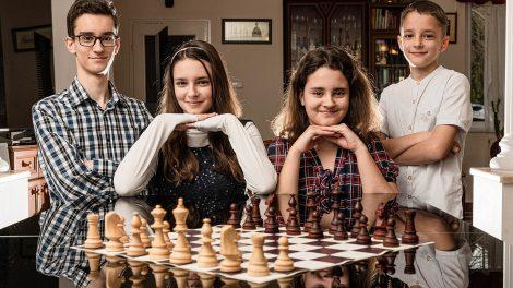 családi bajnokság gumicukor karácsonyi család marcipán nemzetközi sakkszövetség polgár judit sakk sakkolimpia sakkszaklapok sakktábla ványik dóra világsakk-fesztivál