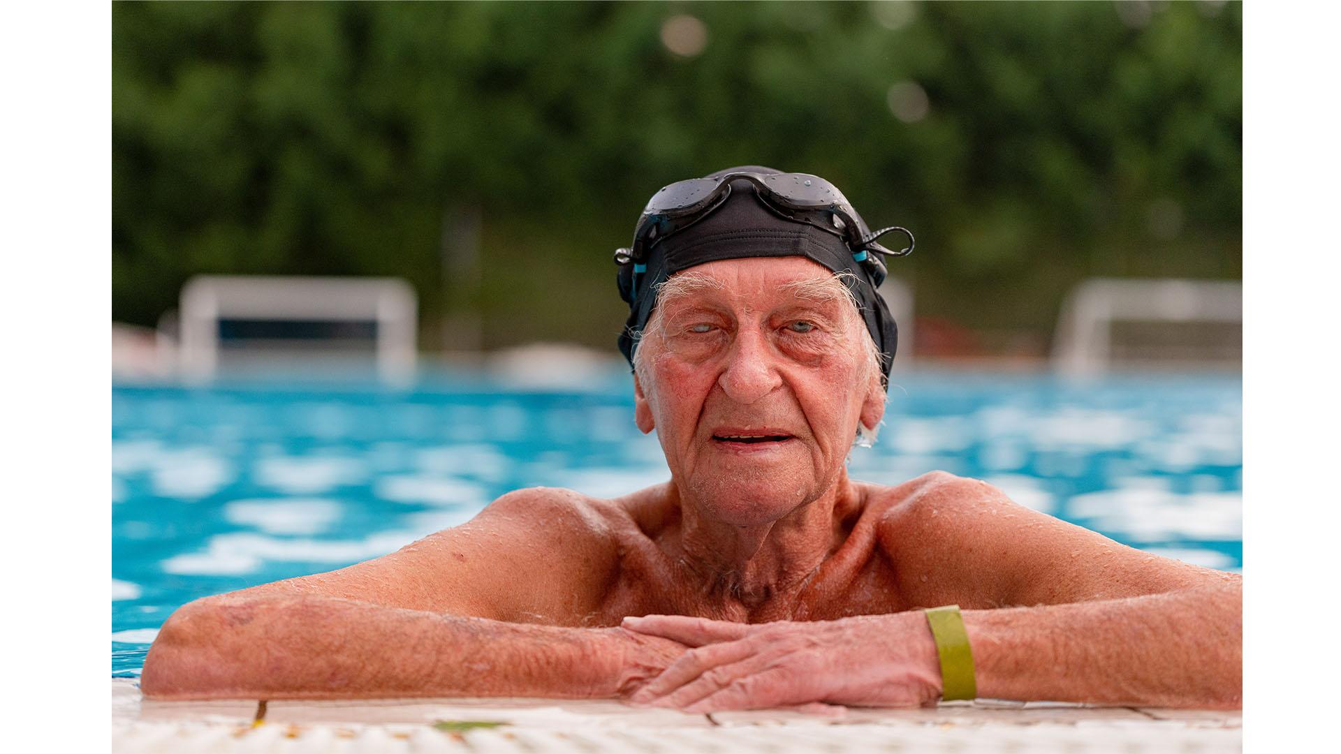 b. molnár márk balaton csomagológépsorok daganat folyóiratok háromtusázás runtág tivadar úszás uszoda vízi sportok