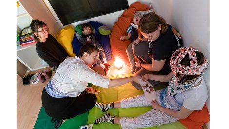 adományok alternatív kommunikáció bóné andrás értelmi fogyatékosság érzékszervek gyógypedagógus intellektuális képességek kommunikációs képességek fejlesztése központi idegrendszeri sérülés lehoczki zsanett mozgáskorlátozott gyerekek